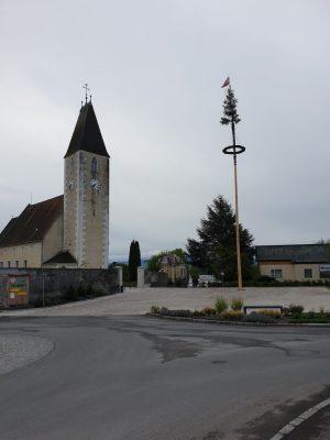 Maibaum am Kirchenplatz